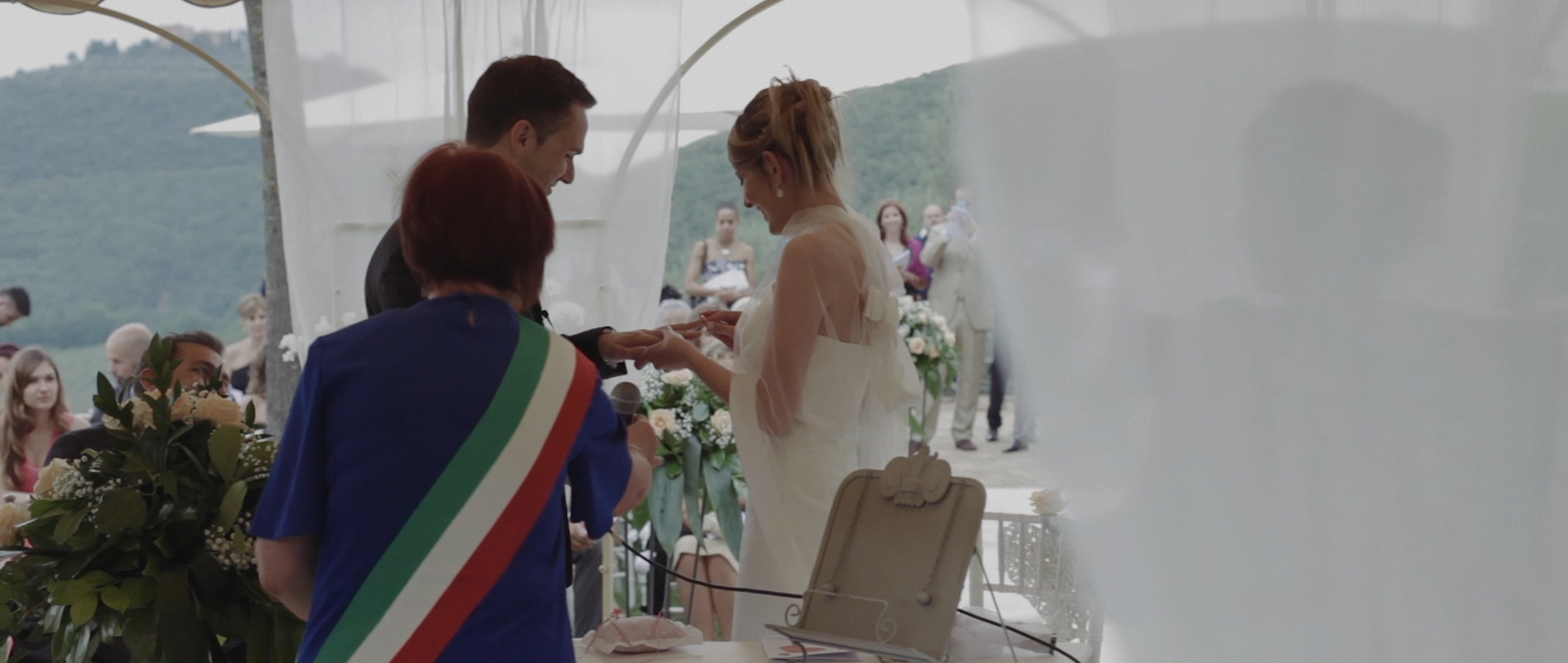 Frederic & Valentina | Trailer (Eng) 9