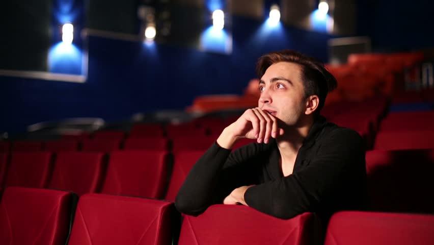 man-at-cinema Come fare delle riprese perfette: 5 consigli pratici!