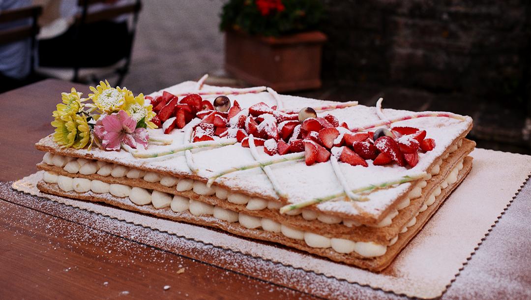 torta di matrimonio  con fragole